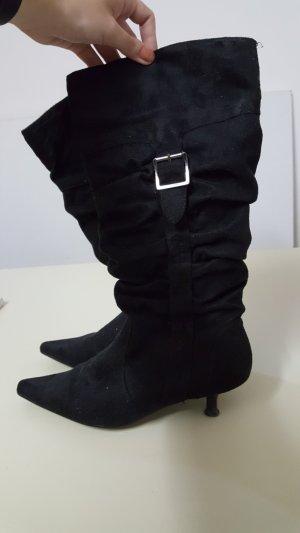 schwarzer Stiefel spitz