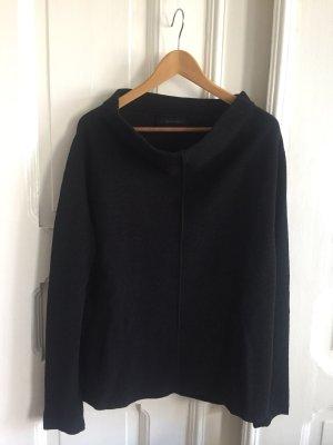 Schwarzer Strick-Pullover mit U-Boot Ausschnitt
