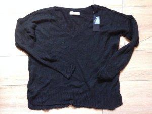 schwarzer Strickpullover von Hollister in Größe S mit V-Ausschnitt