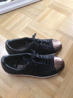 Schwarzer Superstar von Adidas