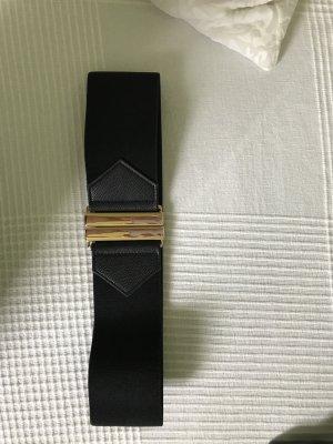Schwarzer Taillengürtel mit goldener Schnalle