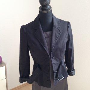 Schwarzer taillierter Blazer mit Gürtel und Schößchen