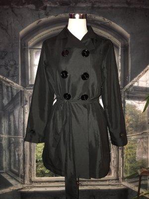 Schwarzer Trenchcoat