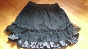 Schwarzer Tüllrock mit Unterrock