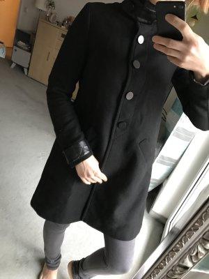 Schwarzer Übergangsmantel Zara Größe 34/36