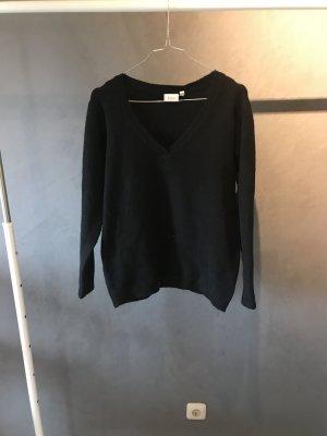 Schwarzer V-Pullover
