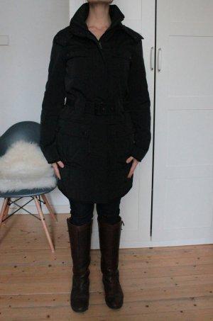 Schwarzer wetterfester Mantel von Esprit mit Kapuze