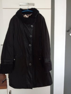 Schwarzer Wintermantel von Bonita