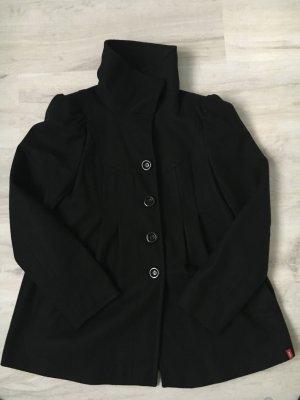 Schwarzer Wollmantel
