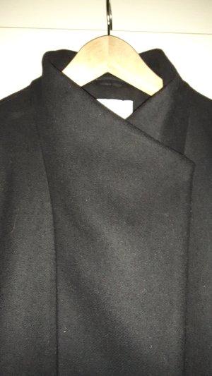 schwarzer Wollmantel von Mango