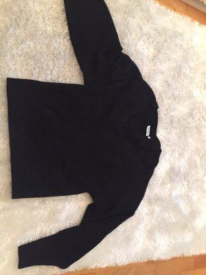 Schwarzer Wollpullover mit tiefem V-Ausschnitt