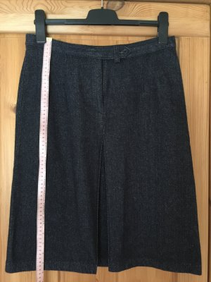 Schwarzer Wollrock mit Kellerfalte vorne von Benetton in Größe 38 (Länge 60 cm, Bundweite 39 cm)