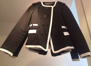 Schwarzer Zara Blazer im Chanel Stil