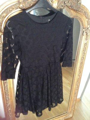 Schwarzes A-Linie Kleid