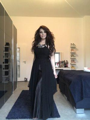 schwarzes abendkleid aus seide und chiffon mit steinchenkragen