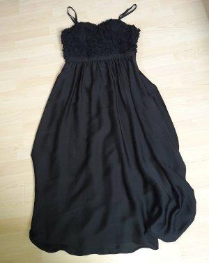 schwarzes Abendkleid mit abnehmbaren Trägern