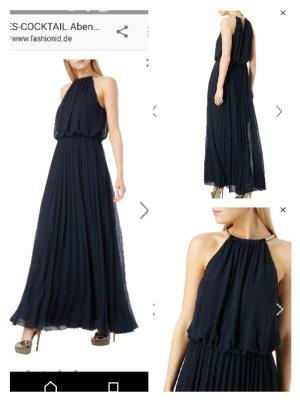 schwarzes Abendkleid mit Plissees