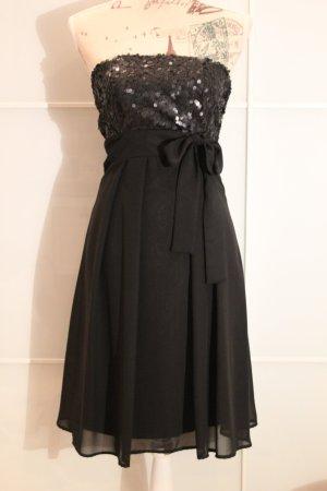 Schwarzes Abendkleid mit Schleife