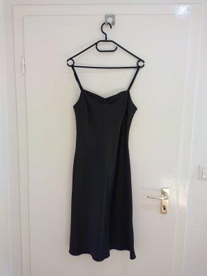 Schwarzes Abendkleid mit Träger