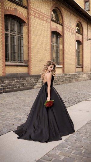 Schwarzes Abendkleid, Samt