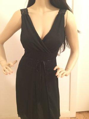 Schwarzes Abendkleid tailliert