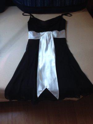 Schwarzes Abendkleid von yessica