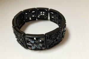 Schwarzes Armband mit Blumenmuster