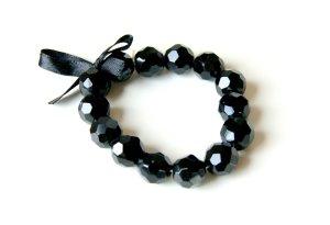 schwarzes Armband mit Schleife