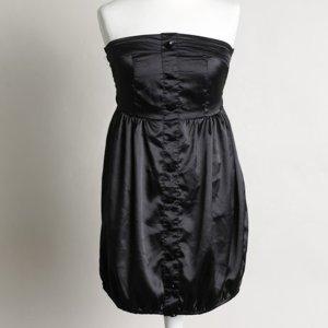 Schwarzes Ballonkleid mit schimmernden Knöpfen