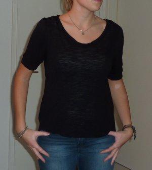 Schwarzes Basic-shirt