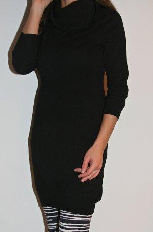Schwarzes Baumwollkleid mit Rollkragen