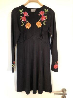 Schwarzes Blumenkleid von Asos