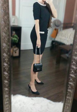 Schwarzes Boucle Kleid im Chanel Look mit Perlen