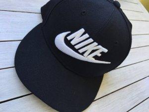 Schwarzes Cap von Nike