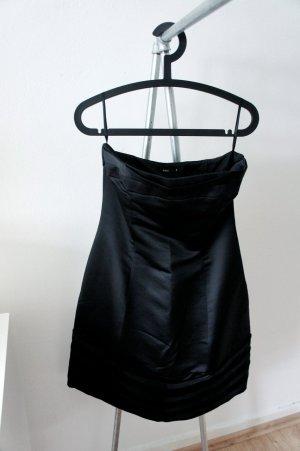 schwarzes Cocktailkleid mit Rüschendetails