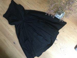 Schwarzes COS-Kleid ohne Arme mit toll fliegendem Rock