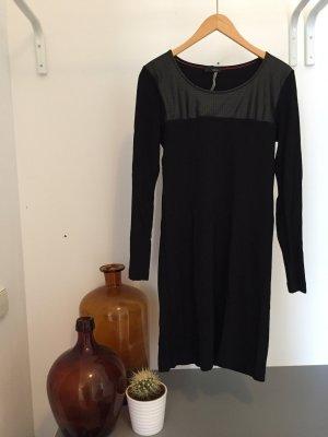Schwarzes Designerkleid