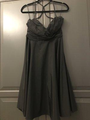 Schwarzes elegantes Kleid