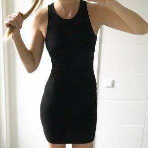 schwarzes enges ausschnittloses ärmelloses Kleid
