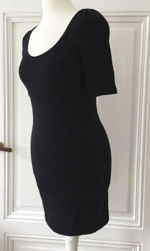 Schwarzes enges Kleid mit Dreiviertelärmeln