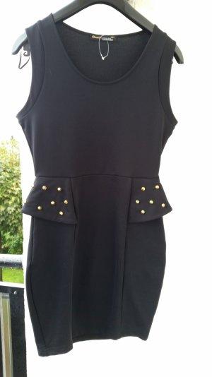 schwarzes, enges Kleid mit Schöschen und Nieten