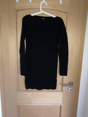 Schwarzes enges Minikleid von Pull&Bear