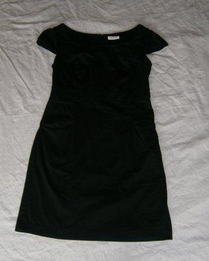 Schwarzes Etui-Kleid