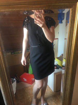 Schwarzes Etui Kleid
