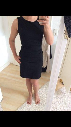 Schwarzes Etui Kleid von Mango