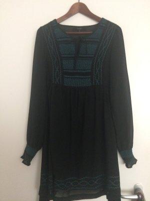 Schwarzes festliches Kleid mit Stickerei