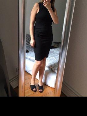 Schwarzes, figurbetontes Kleid von YAS