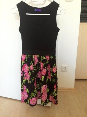 Schwarzes/geblümtes Kleid von AJC (Otto)