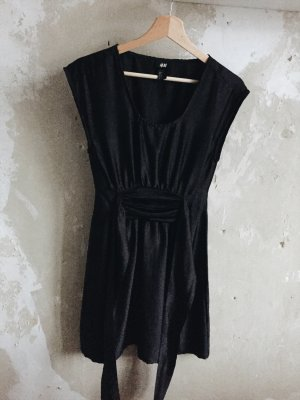 Schwarzes glänzendes Kleid von H&M