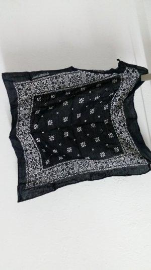 Schwarzes Halstuch